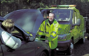 Fareham Car Garage - AA Man helping a stranded client with a smile on his face